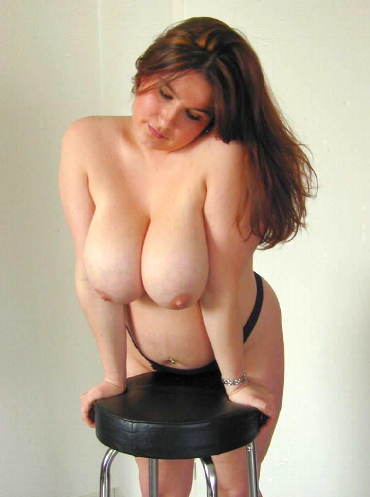 gro0e Titten mit kleinen Brustwarzen